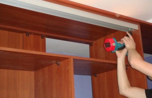 Двухрельсовый подвес для шкафа